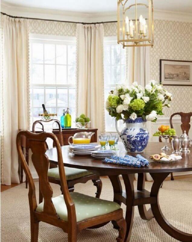 decoração com vaso português para mesa de jantar de madeira Foto Houzz