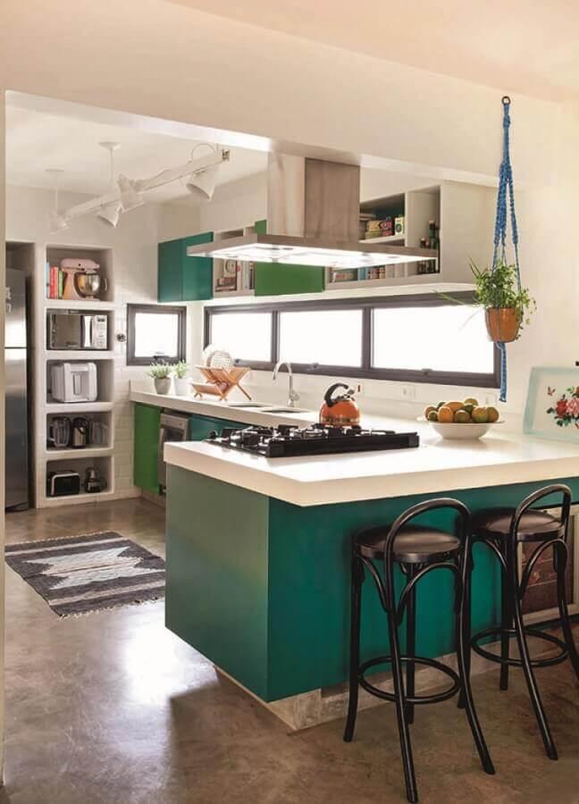 decoração cozinha verde em L com cooktop Foto Pinterest
