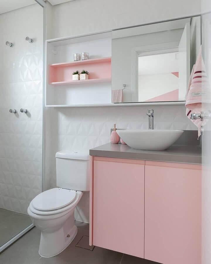 decoração de banheiro branco com gabinete e nicho na cor rosa pastel Foto Webcomunica