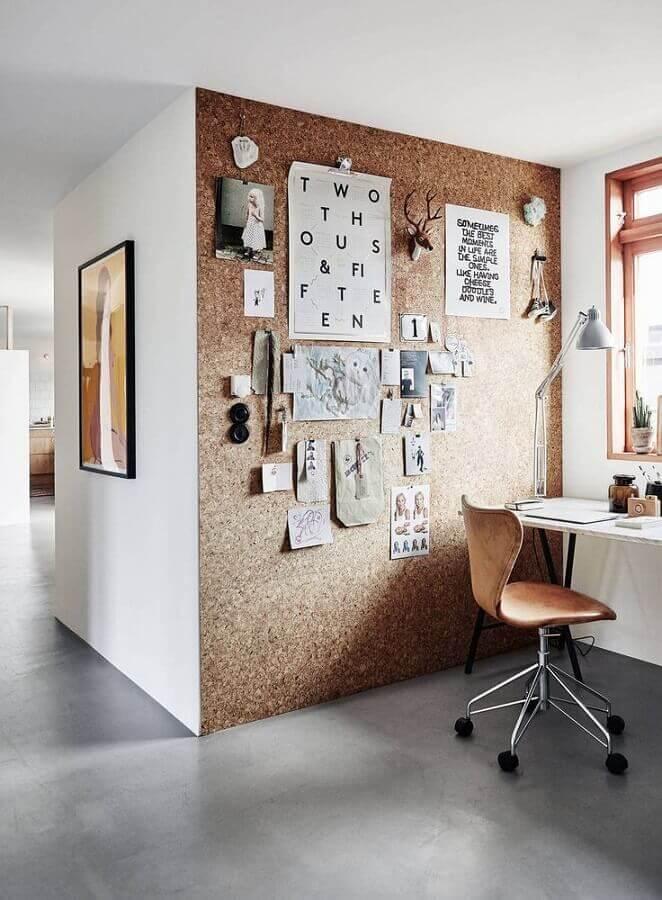 decoração de home office com parede decorada