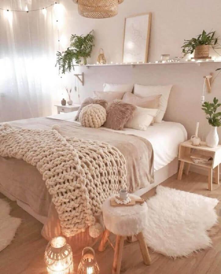 decoração de quarto clean em tons neutros com peseira de tricô Foto Pinterest