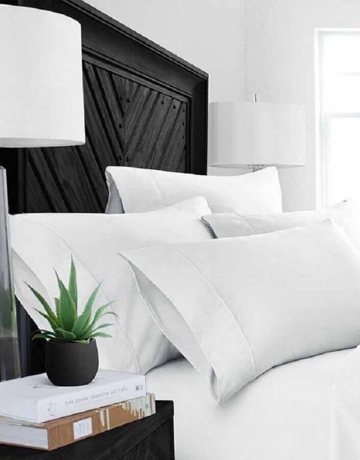 decoração de quarto preto e ranco com plantas pequenas Fonte Pinterest