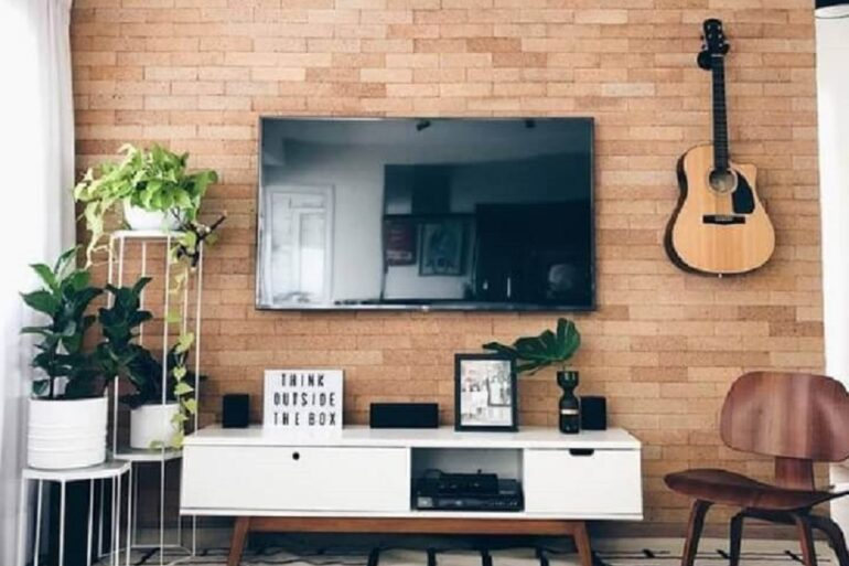 decoração de sala rústica com rack retrô branco Foto Apartamento 203