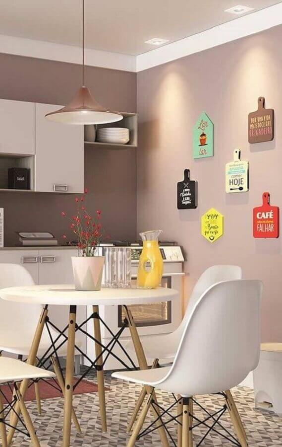 decoração divertida com quadros com frases para cozinha Foto Revista VD
