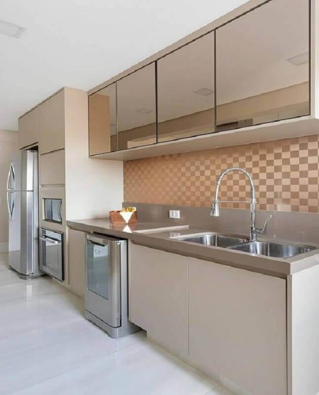 decoração em cores neutras com faixa para cozinha moderna Foto Archzine