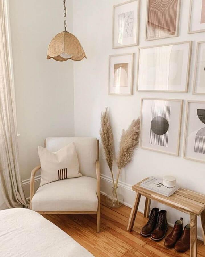decoração em tons neutros com composição de quadros na parede Foto Pinterest