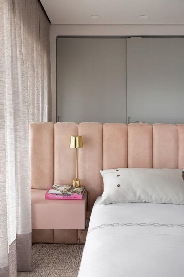 decoração moderna com cabeceira casal rose com criado mudo embutido Foto Casa de Valentina