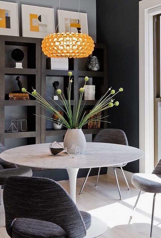 decoração moderna com vaso com flores para mesa de jantar Foto Futurist Architecture