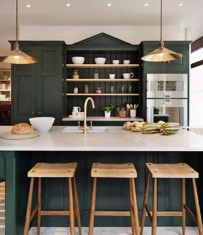 decoração para cozinha verde escura com ilha Foto Casa Très Chic