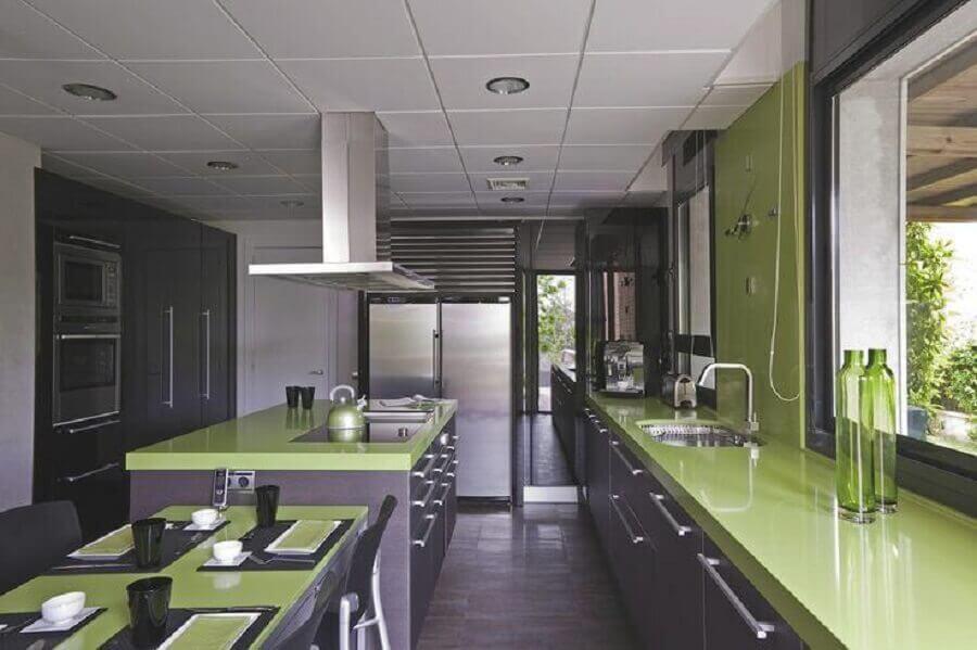 decoração para cozinha verde musgo planejada com armários cinza Foto Pinterest