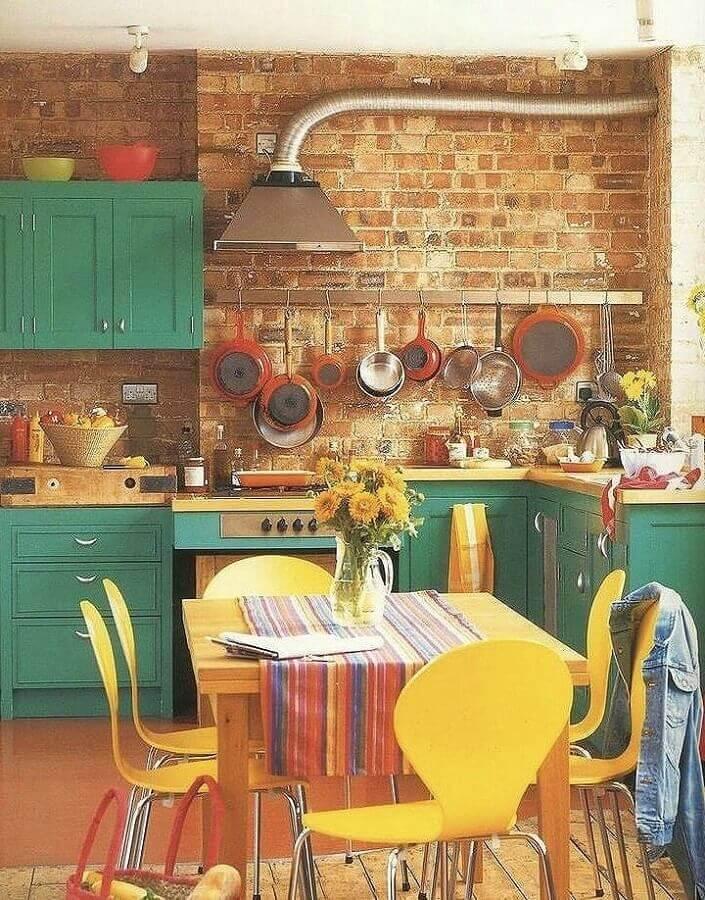 decoração rústica para cozinha verde com parede de tijolinho Foto Pinterest