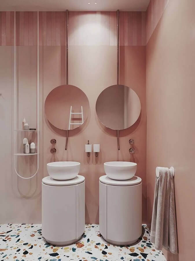decoração rosa pastel para banheiro moderno com piso colorido Foto Pinterest