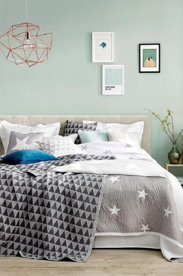decoração simples para quarto verde menta com pendente aramado rose gold Foto Pinterest