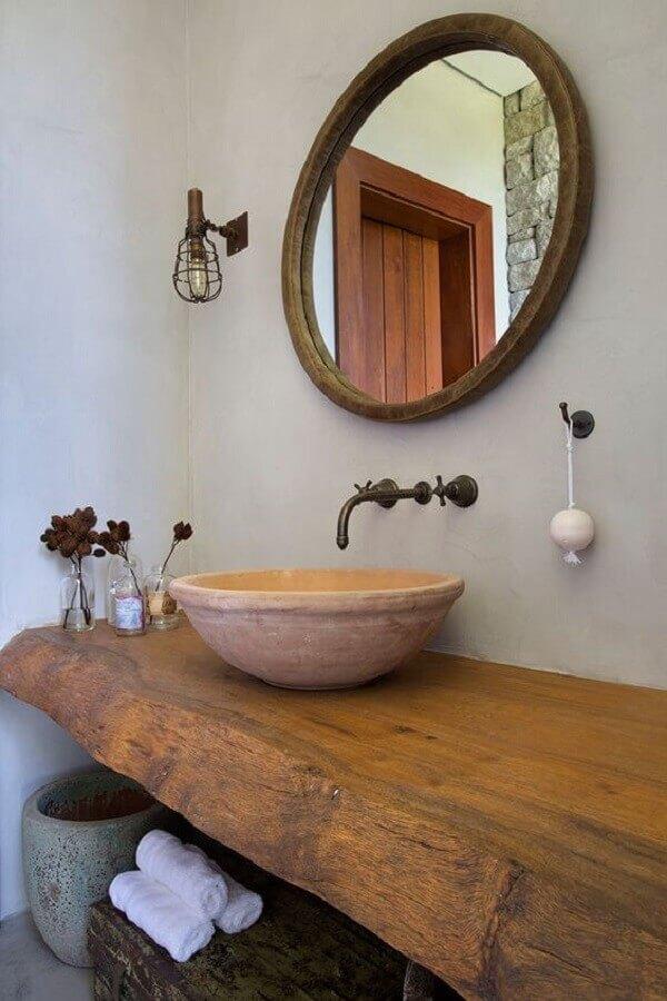 espelho rústico para banheiro decorado com bancada de madeira Foto Casa de Valentina