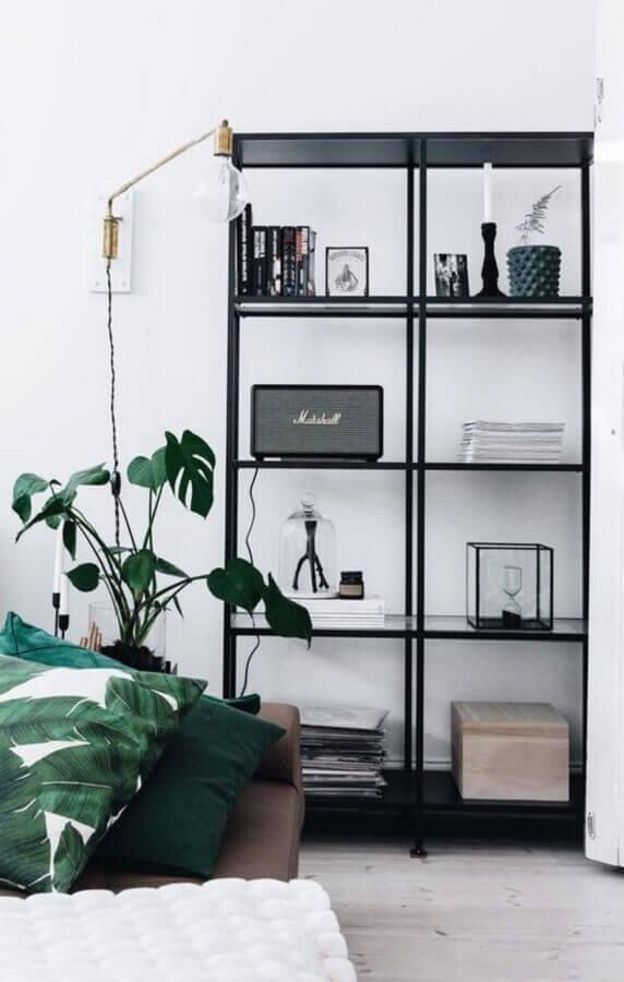 estante industrial preta para decoração minimalista Foto Pinterest