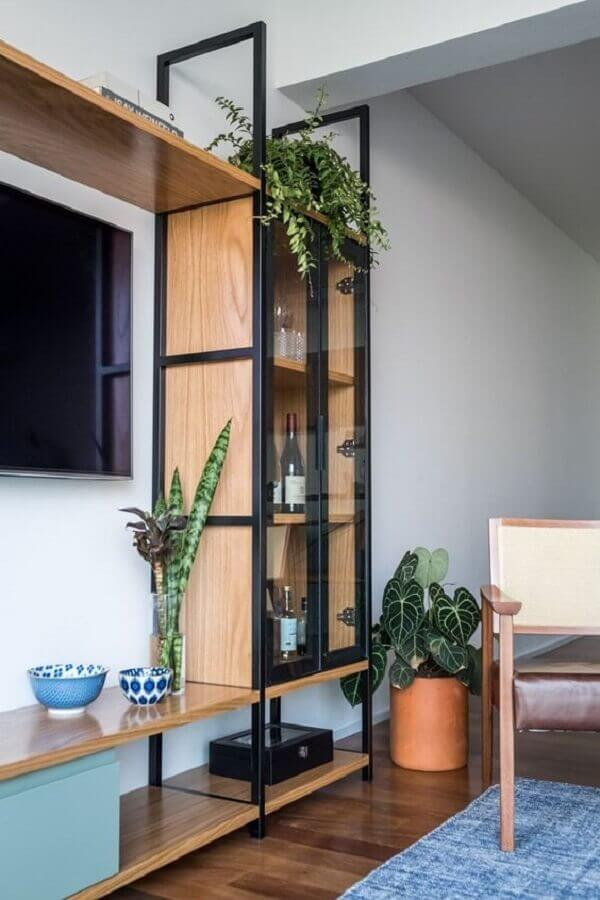 estante industrial sala de tv decorada com poltrona de madeira Foto Pinterest