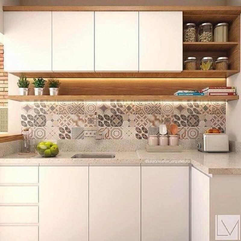 faixa adesiva para cozinha pequena decorada em cores neutras Foto Pinterest