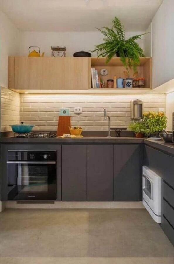 faixa de azulejo para cozinha planejada com armários cinza Foto Pinterest