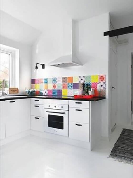 faixa decorativa para cozinha branca planejada Foto Vila do Artesão Artesanato
