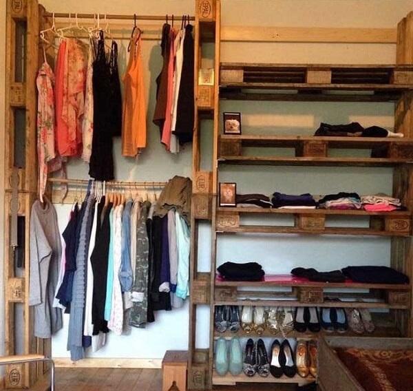 Guarda roupa de pallet para quarto de casal sem nenhum tipo de acabamento