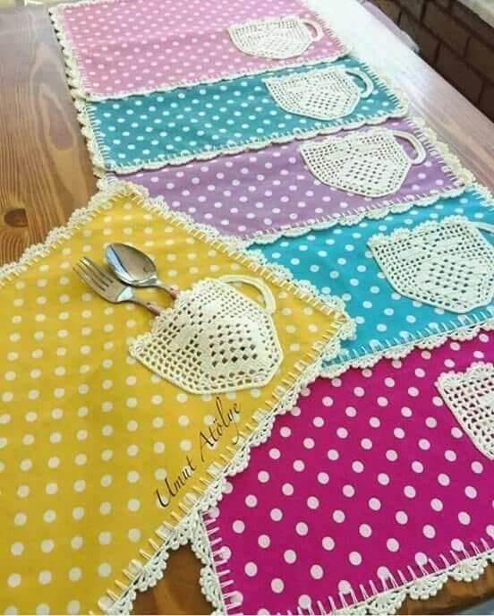 Jogo americano de tecido com porta talheres e tecido estampado