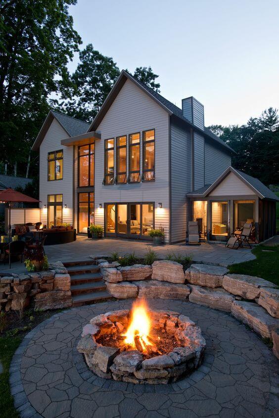Casa de campo com lareira externa