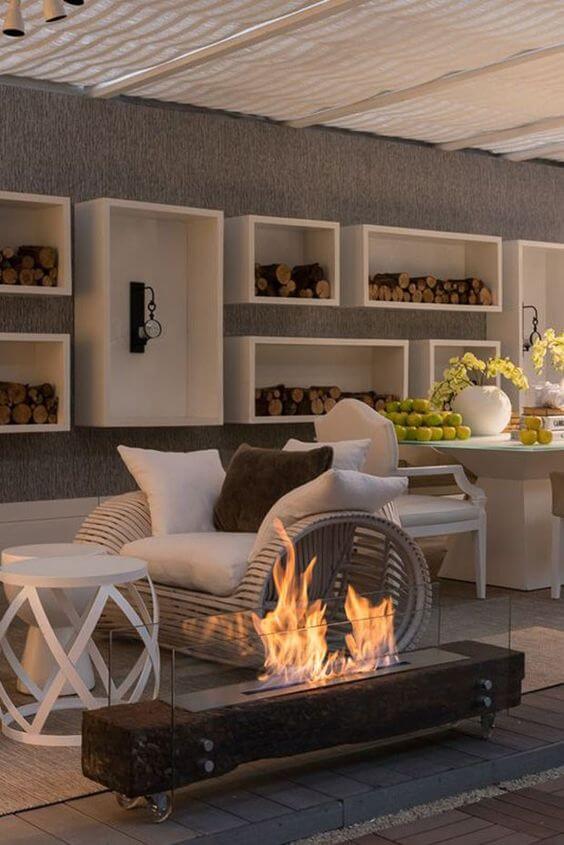 Compre uma lareira externa para sua casa moderna