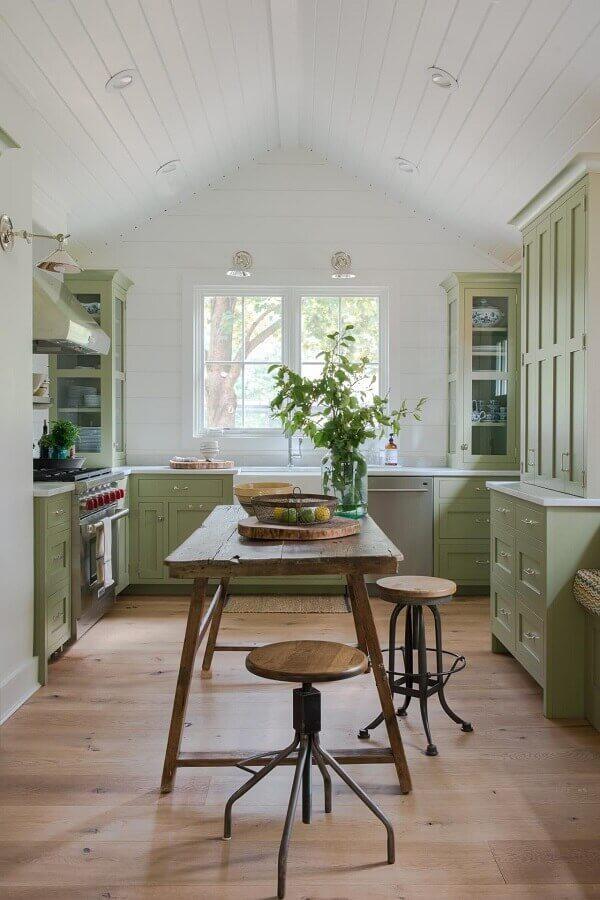 mesa de madeira rústica para decoração de cozinha verde musgo planejada Foto Pinterest