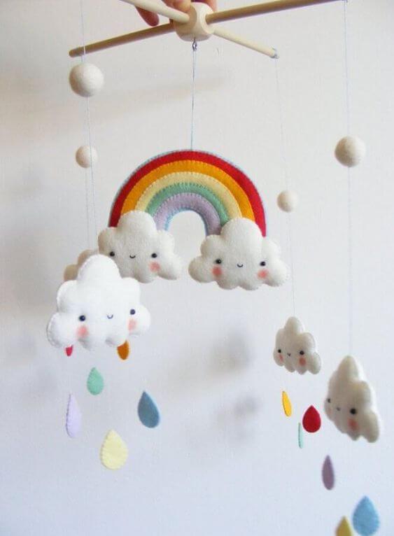 Mobile nuvem de feltro arco íris