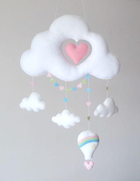 Mobile nuvem de feltro com coração