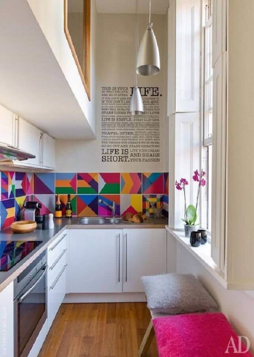 modelo colorido de faixa para cozinha moderna e pequena Foto Casa Casada