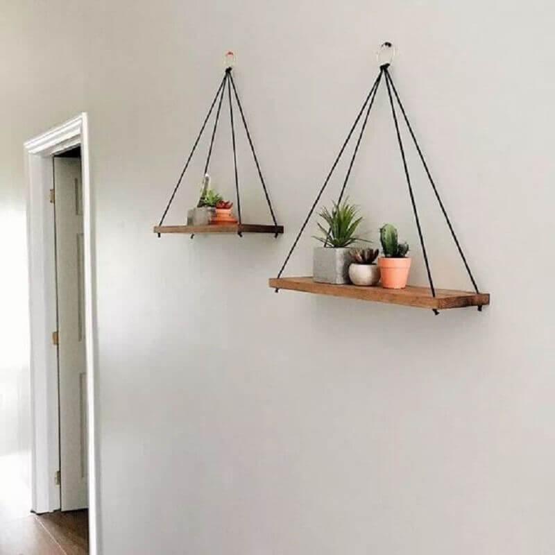 modelo de prateleira suspensa de madeira simples Foto Viajando no Apê