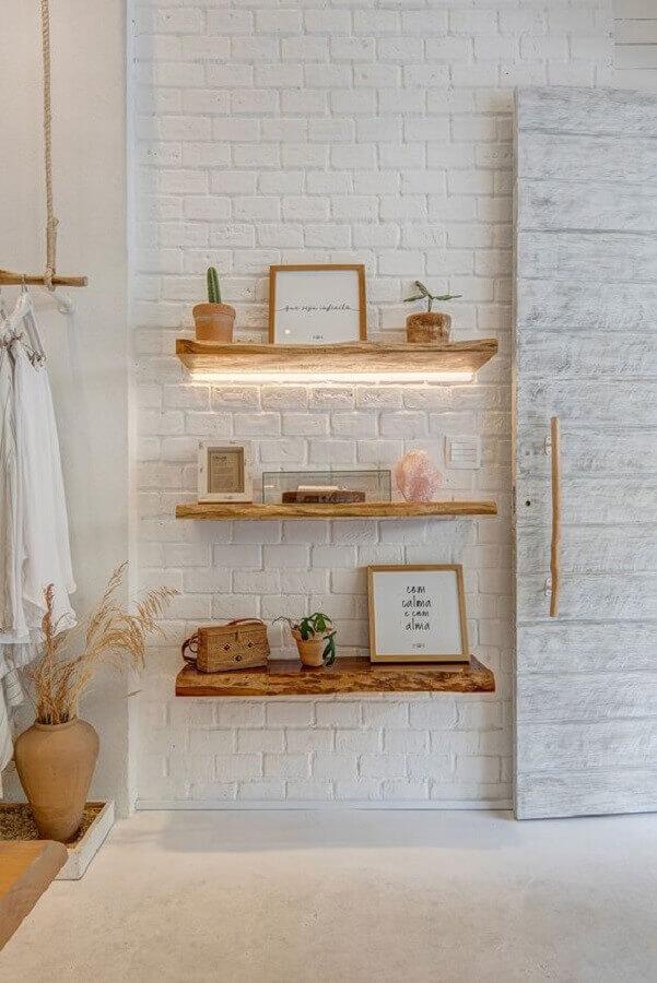 modelo de prateleira suspensa rústica de madeira Foto Casa de Valentina