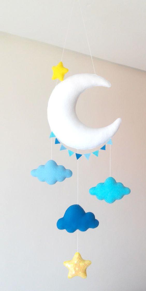 Mobile com nuvem de feltro