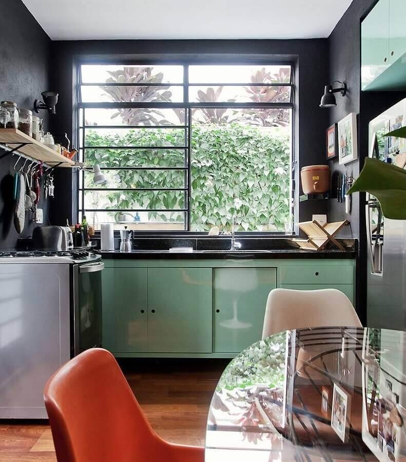parede preta para decoração de cozinha verde claro Foto CoachDecor