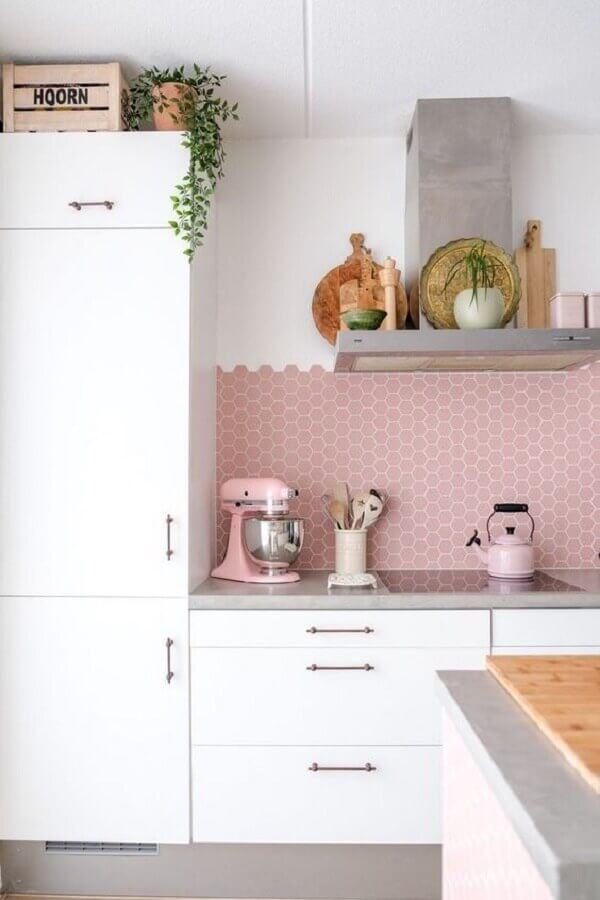 pastilhas hexagonal na cor rosa pastel para cozinha planejada branca Foto Pinterest
