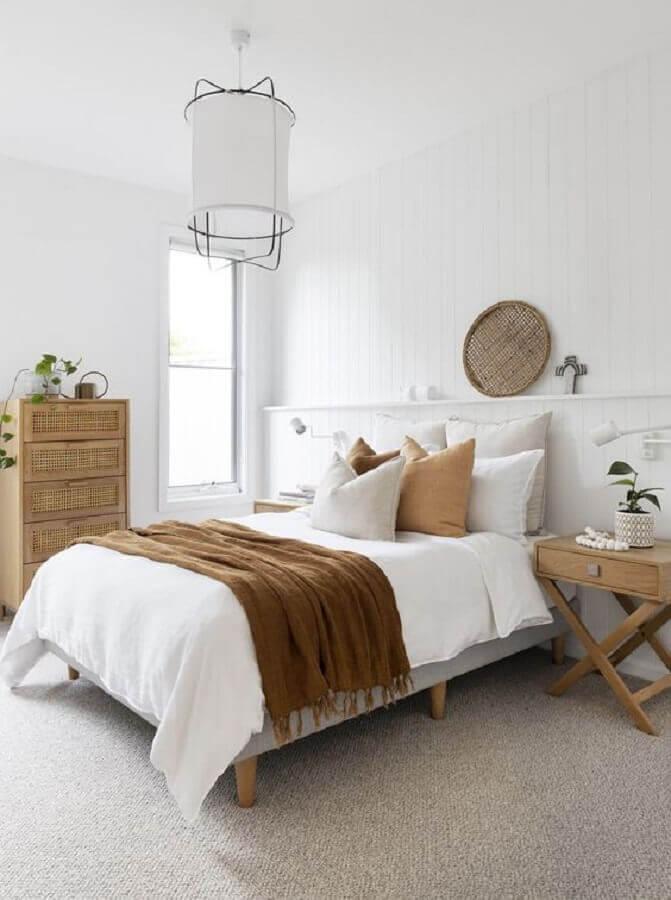 peseira decorativa marrom para quarto de casal todo branco Foto Pinterest