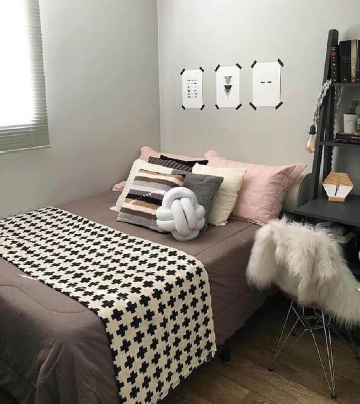 peseira preta e branca para decoração de quarto simples Foto Pinterest