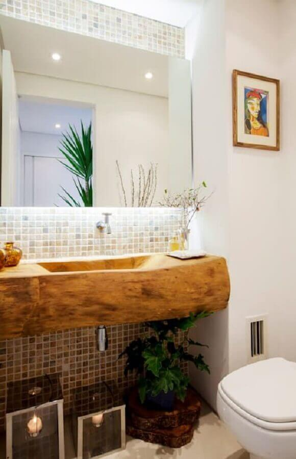 pia de banheiro rustica feita em madeira com cuba esculpida Foto Pinterest