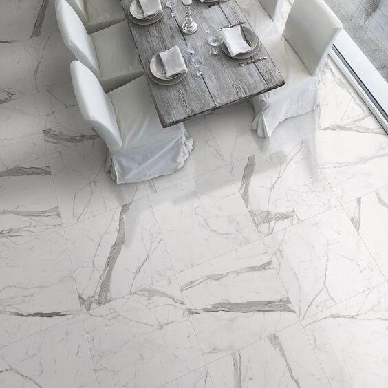 Use o porcelanato marmorizado para decorar sua sala de jantar