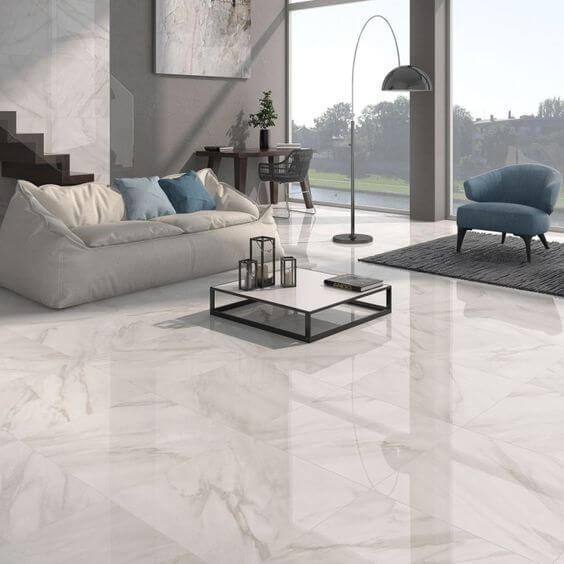 Sala de estar com porcelanato marmorizado branco