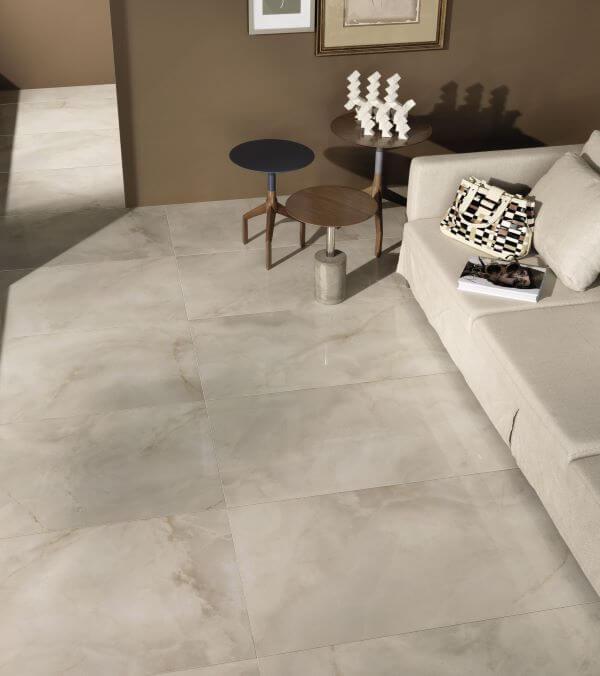 Porcelanato bege marmorizado na sala