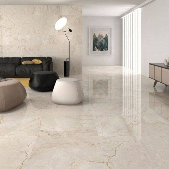 Porcelanato marmorizado na sala de estar bege