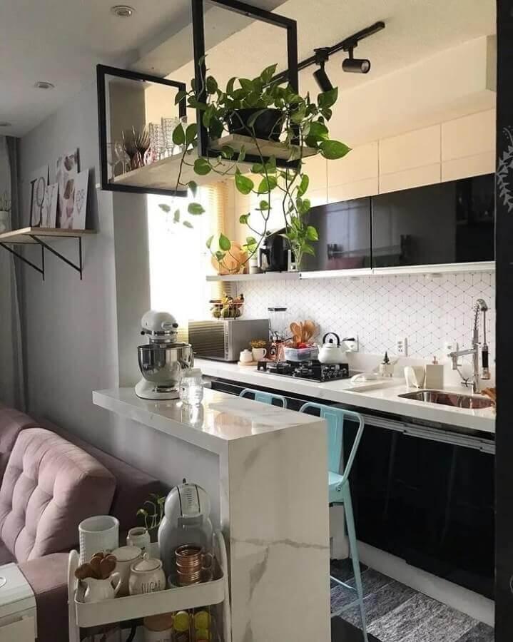 prateleira suspensa cozinha americana simples Foto Mini Apê 104