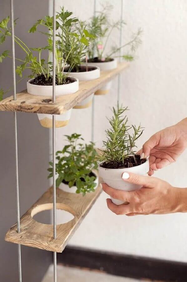 prateleira suspensa para plantas de jardim vertical Foto Revista Artesanato