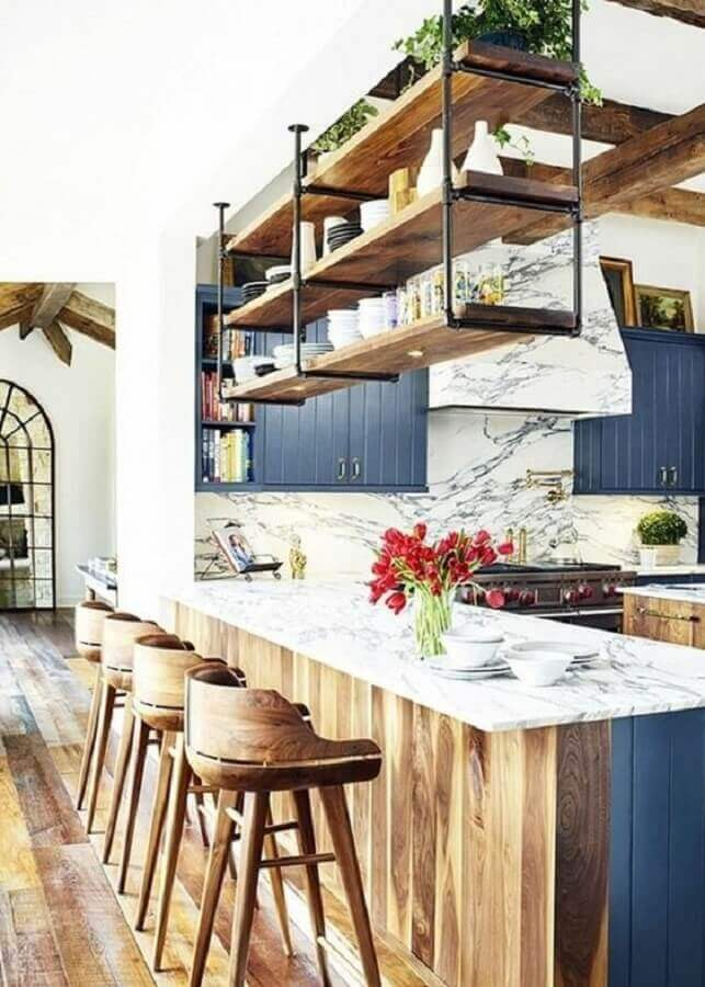 prateleira suspensa teto para cozinha planejada com bancada gourmet Foto ArchZine
