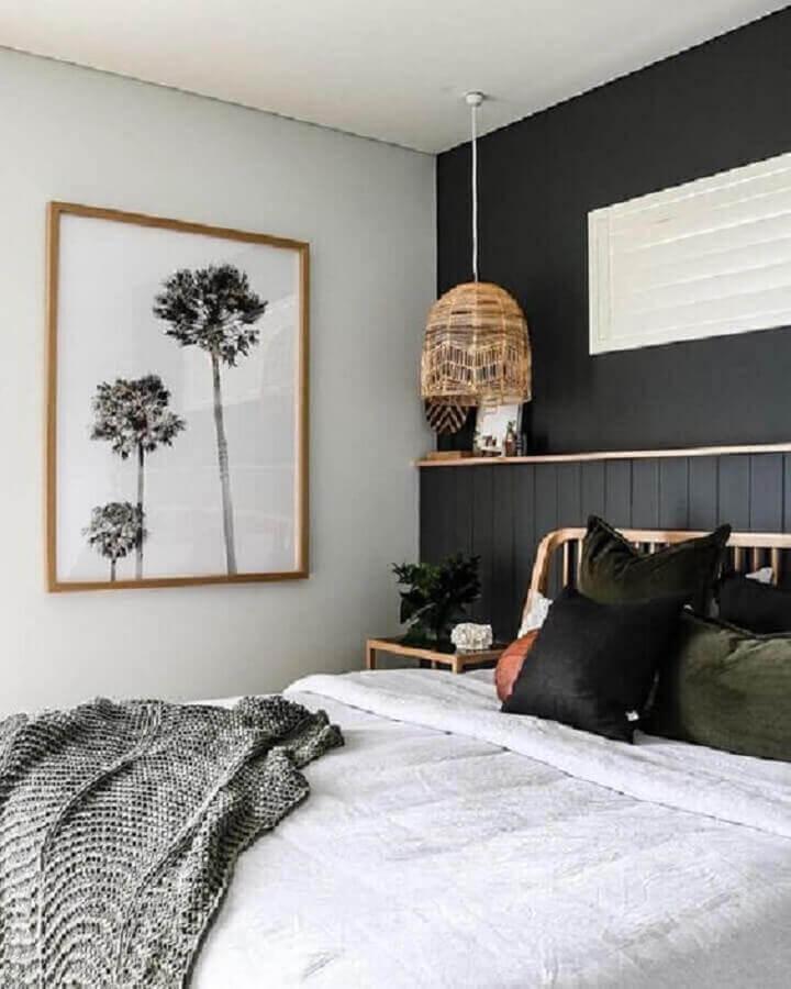quadro de parede para quarto preto e branco com luminária rústica Foto Pinterest