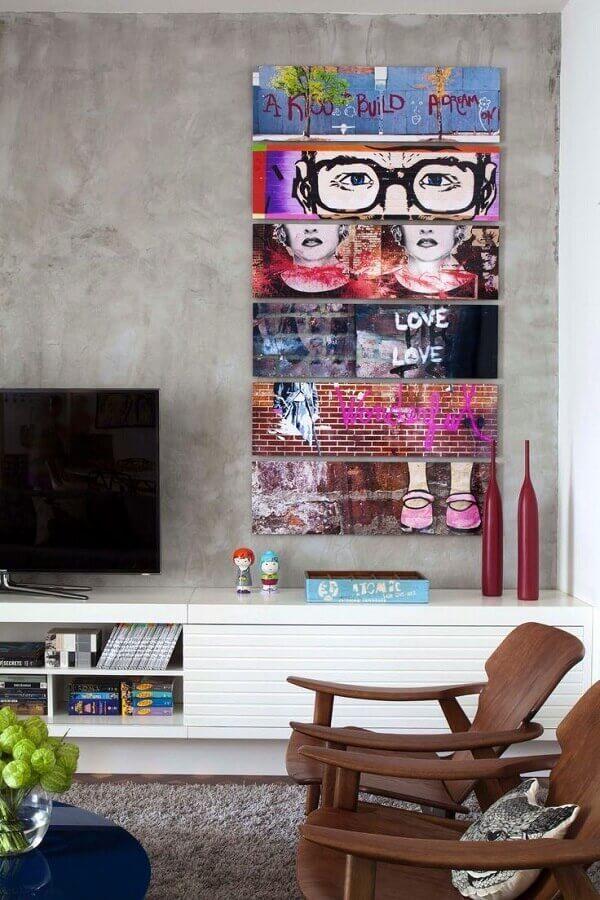 quadro de parede para sala moderna com parede de cimento queimado Foto Só Decor