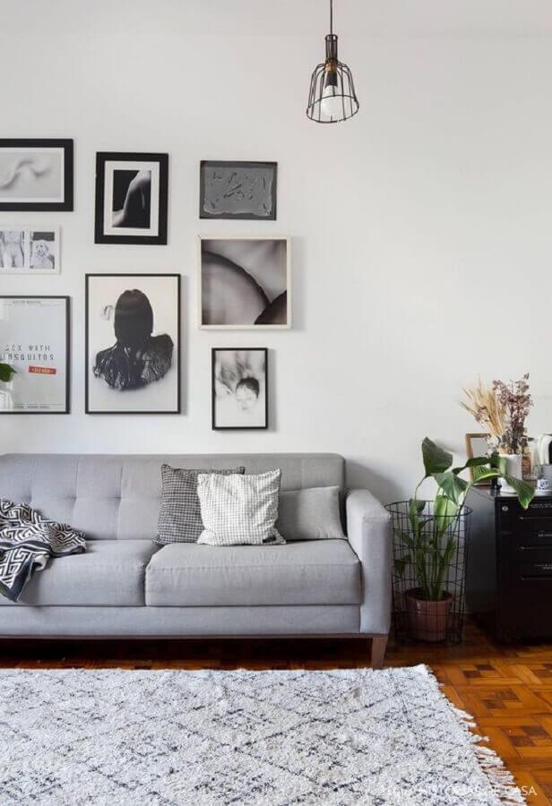 quadro para parede de sala simples com sofá cinza Foto Histórias de Casa