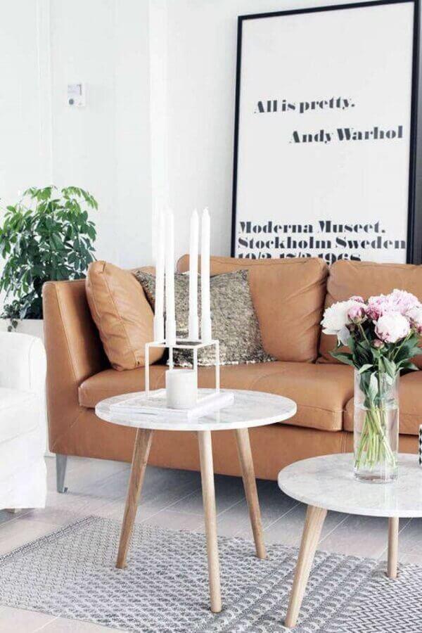 quadros com frases grande para decoração de sala com mesa de mármore e sofá de couro marrom Foto Pinterest